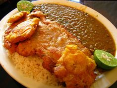 Arroz con menestra con patacones (everyday food in Ecuador) - (rice with beans and green plantains. You can add grill chicken, grill steak or fried fish. Spanish Dishes, Peruvian Recipes, Equador, Comida Latina, Latin Food, Everyday Food, Popular Recipes, Lentils, Food Print