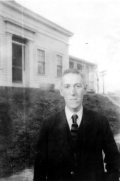 A select photo album of H. Lovecraft the influential and prolific American writer of early twentieth century cosmic horror fiction. Lovecraft Cthulhu, Hp Lovecraft, La Sombra Sobre Innsmouth, Yog Sothoth, Call Of Cthulhu Rpg, Lovecraftian Horror, Arte Horror, Writers, Alphabet Soup