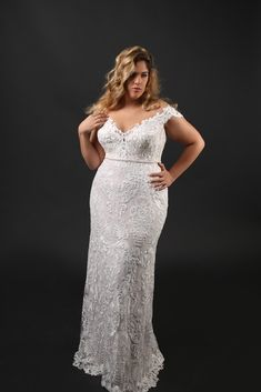 This plus size wedding dress Adel is so flattering with her straigh cut, fashion forward lace and our unique slimming corset inside. You just have to try it on♥️