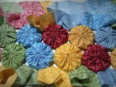 Tutorial--Joining Fabric Yo-Yo's in Quilt Making - I'm kinda wishin' I had done this now!