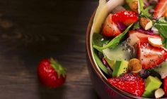 Salade d'épinards, fraises et avocat... Ça, c'est mon genre de salade d'été! Vegetarian Recipes, Cooking Recipes, Recipe Boards, Vinaigrette, Fruit Salad, Dairy Free, Gluten Free, Salad Recipes, Potato Salad