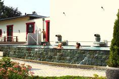 Asia-Therme, Korschenbroich (Nordrhein-Westfalen) Saunen, Pools, Fitness, Spa – die Asia-Therme ist eine Relax-Oase und Textilpflicht herrscht hier nur im Gastronomiebereich. Für die neun verschiedenen Saunen und Dampfbäder, für Innen- und Außenpool sowie für die Gartenanlage gilt: textilfreie Zone! Ansonsten ist das Tragen von Badebekleidung erlaubt.