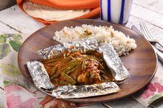 Los mixiotes son un platillo típico de México, generalmente de carne enchilada y cocinados al vapor. Esta receta de mixiotes de pollo te encantará por su tradicional sabor a especias y aroma que desprende a la hora de abrirlos.