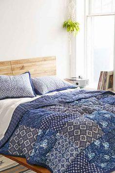 4040 Locust Kona Patchwork Quilt- Blue