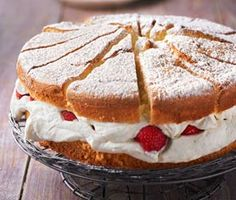 Sauerkirsch - Vanille - Schnitten, ein beliebtes Rezept aus der Kategorie Kuchen. Bewertungen: 55. Durchschnitt: Ø 4,2.