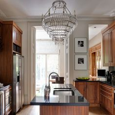 London period home | House tour | Homes & Gardens | Housetohome | PHOTOGALLERY love the chandelier