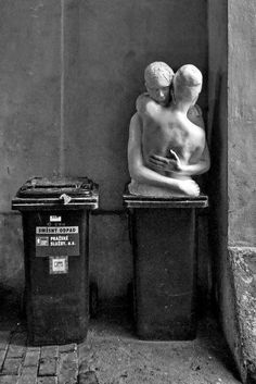 sculpture on a bin Foto Art, Black And White Photography, Sculpture Art, Contemporary Art, Art Photography, Illustration Art, Illustrations, History, Gallery