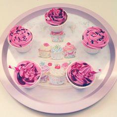 Cupcakes de vainilla y frambuesa con glaseado de frambuesa