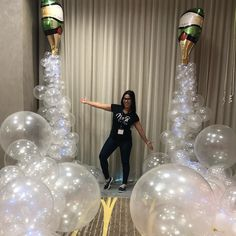 Best New Year Decorations Ideas? 🐥🆕 Check out Awesome Handmade Decor New Year deco 21st Birthday Decorations, Graduation Party Decor, New Years Decorations, Champagne Balloons, Champagne Party, Vintage Birthday Parties, 50th Birthday Party, Balloon Garland, Balloon Decorations