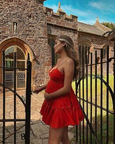 Belle Lucia> here the model is looking better than ever at pregnant.in this gorgeous red frilly dress ❣️ DRES Cute Maternity Outfits, Stylish Maternity, Maternity Pictures, Maternity Fashion, Maternity Dresses, Pregnancy Looks, Pregnancy Photos, Estilo Baby Bump, Pregnant Outfit