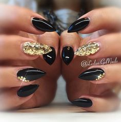 Rocker chick, floral goddess, classic beauty—you can change your nails as often as you change your mind. No matter what title you're aiming for, black nails are the way to achieve it. Prom Nails, Bling Nails, Stiletto Nails, Fun Nails, Bling Bling, Sparkle Nails, Nails For Homecoming, Vegas Nails, Black Gold Nails