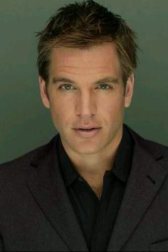 Michael Weatherly - mmmm... Mr NCIS manly man...