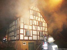 75 Einsatzkräfte bekämpfen Brand in Fachwerkhaus http://www.feuerwehrleben.de/75-einsatzkraefte-bekaempfen-brand-im-fachwerkhaus/ #feuerwehr #firefighter #fachwerkhaus