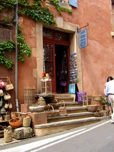 Roussillon, Luberon, Provence, France - http://www.provenceguide.co.uk/home/vaucluse-in-provence/discover-vaucluse/don-t-miss/ochre.aspx