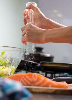 Kalan suolaus huippukokki Hans Välimäen kätevällä metodilla - Kotiliesi.fi Seafood, Sea Food, Seafood Dishes