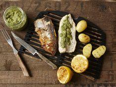 Juhannuksen kalapöytä | Valio Salsa Verde, Zucchini, Cheese, Vegetables, Food, Hands, Essen, Vegetable Recipes, Meals