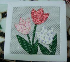 desenhos de flores para patchwork - Buscar con Google Mug Rug Patterns, Applique Patterns, Applique Designs, Quilting Designs, Quilt Patterns, Diy Craft Projects, Sewing Projects, Fidget Quilt, Hand Applique