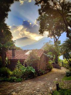 Santiago, Guatemala >> espectacular escena, vuelvo a mi infancia por un momento!!