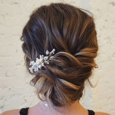 Textured Updo ,Pin Up Hairstyles ,messy updo hairstyles #weddinghair #bridehair #updo