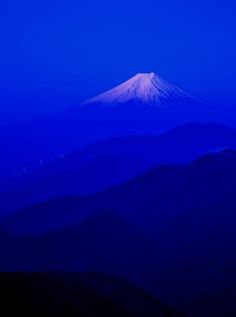 coiour-my-world:Mt Fuji Takashi Generate Good Vibes . Monte Fuji, Image Bleu, Fuji Mountain, Art Occidental, Beautiful Places, Beautiful Pictures, Everything Is Blue, Himmelblau, Love Blue