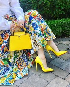 Its all about shoes and bags. Which one is your favorite 1 2 3 4 5 or Its all about shoes and bags. Which one is your favorite 1 2 3 4 5 or Hijab Fashion, Fashion Outfits, Womens Fashion, Chanel Fashion, Fashion Heels, 70s Fashion, Style Fashion, Queen Dress, Colorful Fashion