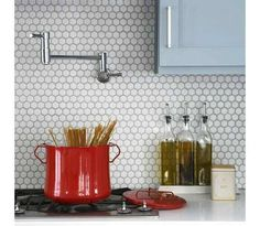 Penny Round White Mosaic Tiles fashionable, sleek, stylish, contemporary look to any installation.  An attractive alternative to more traditional materials for use in kitchen backsplashes, feature walls or decorative borders in the bathroom, kitchen, or hallway.  #mosaicsupplies #pennyround #roundmosaictiles #whitetiles #pennyroundwhtie
