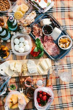 Summer entertaining can be so easy and fun. Learn how to host a simple & delicious gathering with these potluck picnic ideas