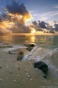 Sunrise light at Playa del Carmen, Quintana Roo, Mexico. http://www.scottsmorraphotography.com/LandscapePhotography/AlongtheCoast/14025240_2TPpg5#!i=1715610954&k=tjpNF6m&lb=1&s=A