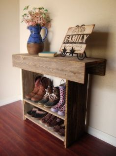 Love this shoe rack! Barn Wood Projects, Reclaimed Wood Projects, Home Projects, Pallet Projects, Pallet Wood, Pallet Ideas, Pallet Bench, Barnwood Ideas, Pallet Jack