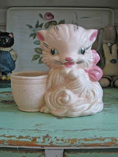 I love anything HULL pottery, and this cute kitty is one!