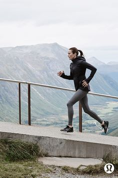 Up and at 'em with lululemon running gear. Jackets, leggings and accessories to perfect your run Best Running Shorts, Running Gear, Running Workouts, Running Inspiration, Fitness Inspiration, Athletic Outfits, Sport Outfits, Triathlon, Yoga