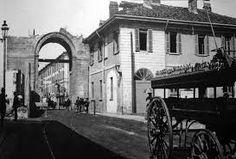 Porta Magenta, in piazzale Baracca, durante la demolizione. Era sorta sulla precedente Porta Vercellina
