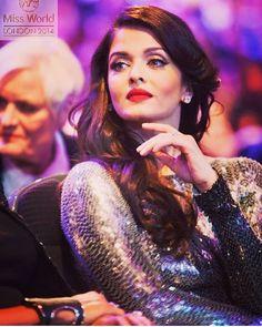 Aishwarya Rai Bachchan , Miss World 1994 in sequin gown Aishwarya Rai Makeup, Aishwarya Rai Photo, Actress Aishwarya Rai, Indian Bollywood Actress, Aishwarya Rai Bachchan, Indian Actresses, Amitabh Bachchan, World Most Beautiful Woman, Most Beautiful Indian Actress