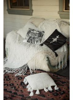White Sands Crochet Throw från Spell