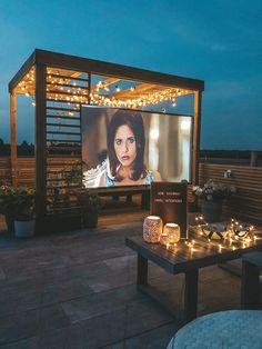 33 Beautiful Rooftop Garden Design Ideas to Adding Your Urban Home, Roof Terrace Design, Rooftop Design, Rooftop Terrace, Backyard Movie Nights, Outdoor Movie Nights, Outdoor Cinema, Outdoor Theater, Outdoor Projector, Plein Air