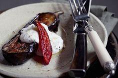 Berinjela assada com pimenta e molho de iogurte   Panelinha - Receitas que funcionam