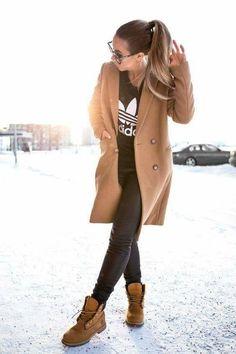 Estilo de botas Timberland: 20 conjuntos y consejos de estilo - Mode für frauen - Mode Timberland, Timberland Outfits Women, Timberland Stiefel Outfit, Timberland Boots Style, Timberland Fashion, Timberland Clothing, Tims Boots, Brown Boots Outfit, Camel Coat Outfit