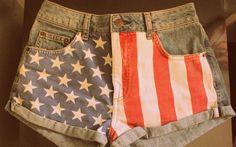 O assunto pode estar até meio batido no mundo da moda, mas não pra mim! A estampa com a bandeira dos EUA é uma das minhas favoritas e eu uso sempre! Quando gosto muito de uma coisa, não tem tendência ou estação do ano que me faça parar de usar. hehe