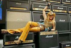 Lita Ford hanging out @ the Marshall booth. Sandy West, Cherie Currie, Lita Ford, The Marshall, Female Guitarist, British American, Joan Jett, Cool Tones, Great Shots