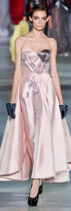 The pale clean pink AND the shade of grey. Ulyana Sergeenko Couture Fall 2014 jαɢlαdy