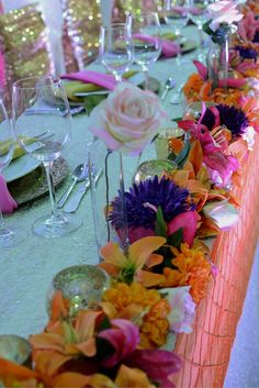 Bright bold florals adorn the front of this breathtaking tropical head table