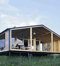 These gorgeous prefab cabins start at $23,000 Cheap Prefab Homes, Prefab Homes For Sale, Affordable Prefab Homes, Prefab Modular Homes, Prefab Cabins, Prefabricated Houses, Prefab Buildings, Eco Friendly House, Cabin Homes