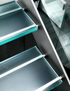 Madras® Flooring: the certified anti-slip glass for every kind of stair and steps. Glass Stairs Design, Staircase Design Modern, My Home Design, House Design, Steel Stairs, Glass Balustrade, Studio Furniture, Stair Railing, Blinds For Windows
