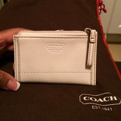 Coach Coin Purse Cream leather coin purse has a zip closure, back pocket and key chain inside. Signature linen inside. In pristine condition. Coach Bags