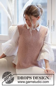 Rose Blush - Knitted vest in DROPS Sky. The piece is worked with ribbed edging and a split in the sides. - Free pattern by DROPS Design Knitting Patterns Free, Knit Patterns, Free Knitting, Free Pattern, Finger Knitting, Knitting Machine, Drops Design, Knit Vest Pattern, Blush Roses