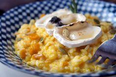 Mobili: comida bem feita e reconfortante. Adocicado e equilibrado Risoto de abóbora e alho assado ao queijo de cabra com sementes de abóbora e mel trufado