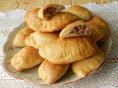 Ruské pirohy - Recept Food Truck, Hot Dog Buns, Ravioli, Hamburger, Chicken Recipes, Food And Drink, Bread, Homemade, Baking