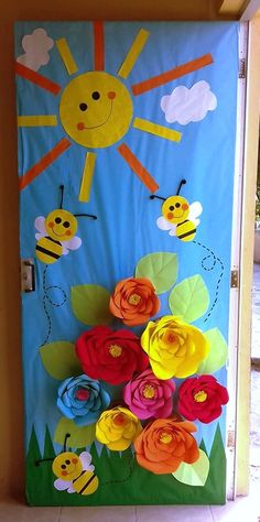 Decorated door of the month of March. Kindergarten Door, Preschool Door, Preschool Activities, Bulletin Board Design, Art For Kids, Crafts For Kids, Easter Arts And Crafts, School Door Decorations, School Doors