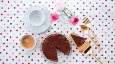 טעמו של הפאי מדויק ומתוק בדיוק במידה שרגע בודד רוצה להכיל. השוקולד הוא סקסי ונחשק, עם טעם של עוד, וכזה הוא הפאי.  הוא ללא גלוטן, ללא סוכר, ללא חומרים משמרים וללא ייסורי מצפון.