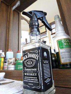 JD spray bottle - for a barber with attitude :) Jack Daniels, Barber Shop Decor, Men's Barber Shop, Barber Shop Vintage, Barbershop Design, Barbershop Ideas, Tattoo Shop, Tattoo Man, Beard Tattoo